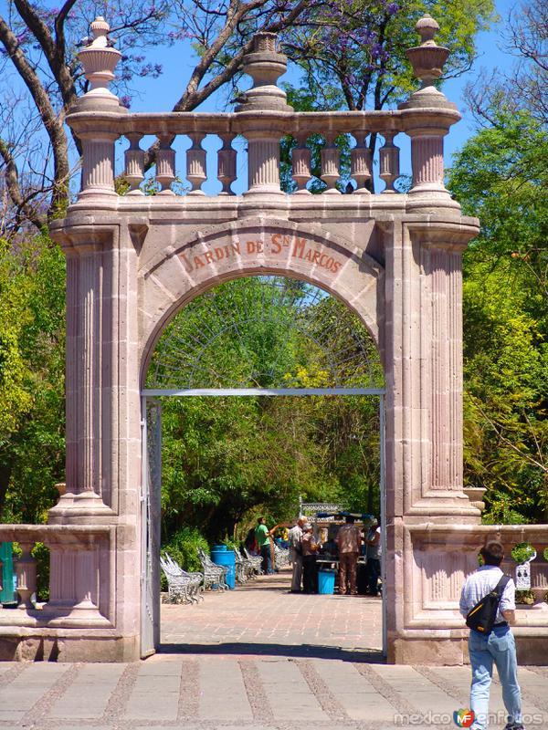 Arco en el Jardín de San Marcos