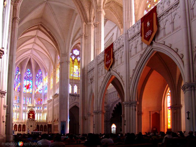 Interior del Templo Expiatorio