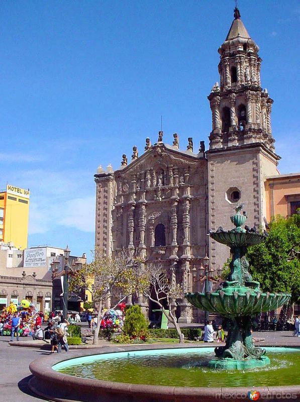 Templo y Plaza del Carmen