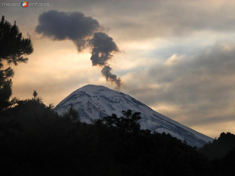 Volcán Popocatépetl al amanecer