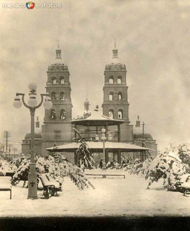 Plaza y Catedral, diciembre de 1925