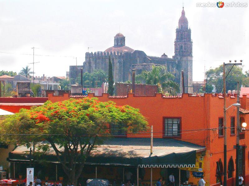 Edificio colonial y Catedral de Cuernavaca