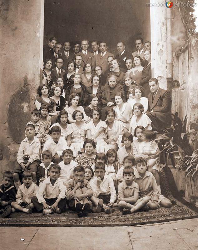 Fam. Moctezuma Barragán en la casa de Jalapa 39, Col. Roma