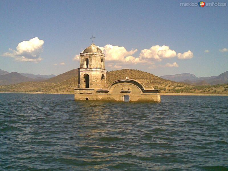 Iglesia en la presa Morelos Infiernillo