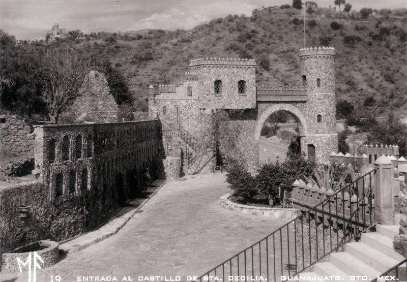 Entrada al Castillo de Santa Cecilia