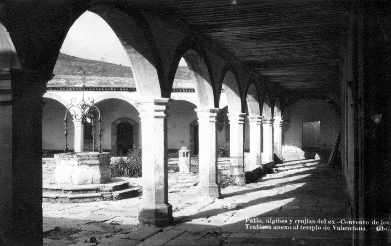 Patio, algibes y crujías el Ex Convento de Los Teatinos. Anexo al Templo de Valenciana
