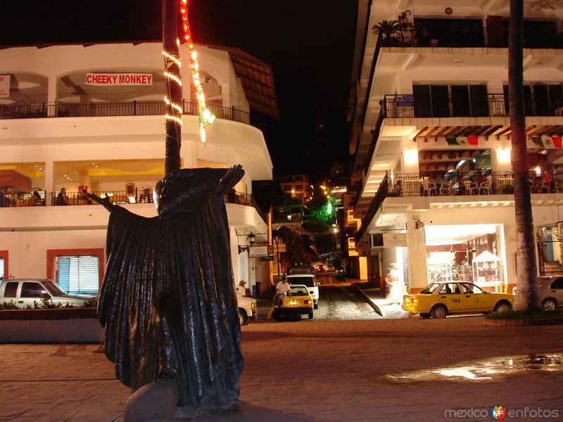 Malecón, escultura En Busqueda de la Razón