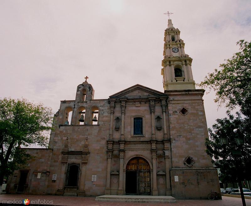Fotos de Linares, Nuevo Le�n, M�xico: CATEDRAL....35 mm