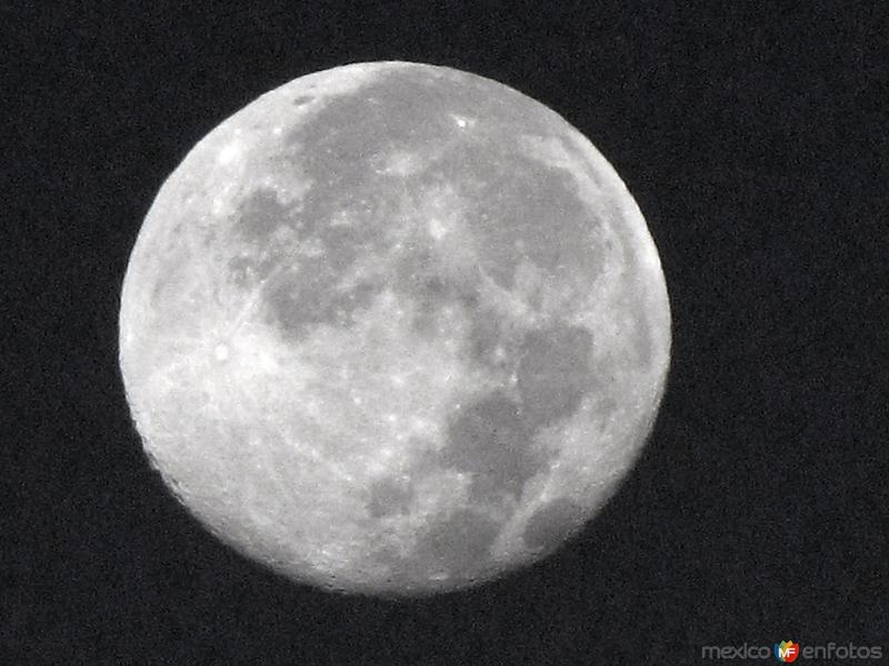 La luna sobre Santa Rosalía