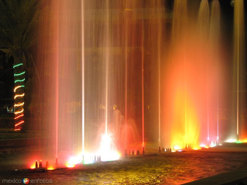 Luz y color en la plaza del Palacio de Gobierno