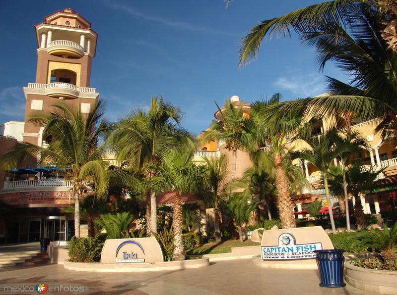 Centro Comercial Puerto Paraíso
