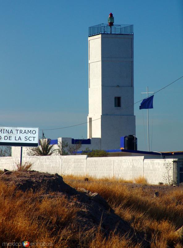 Faro de Punta Prieta entre la Paz y Pichilingue