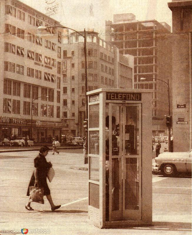 Caseta Telefónica en Bucareli (c. 1953)