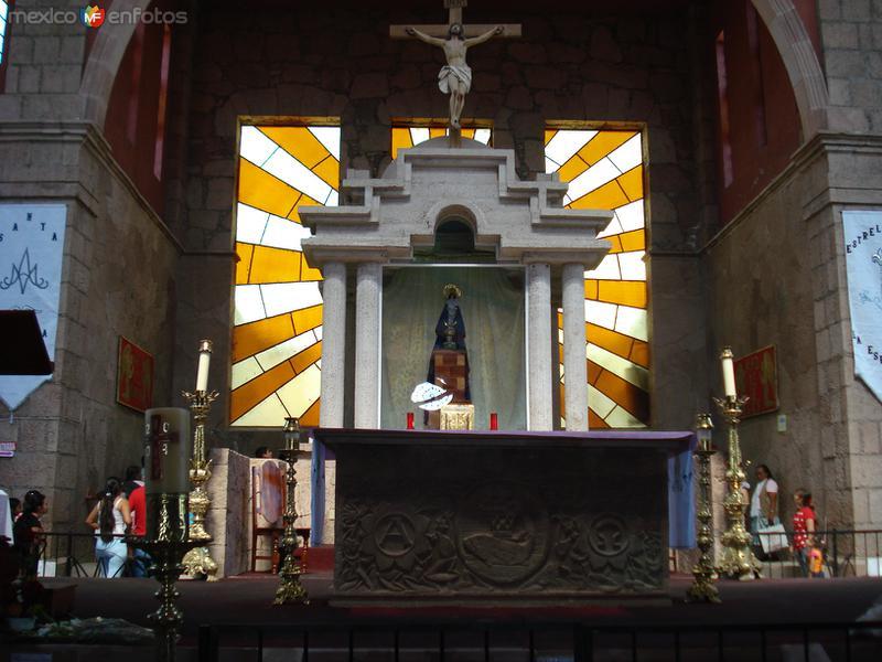 interior de la iglesia de Acahuato