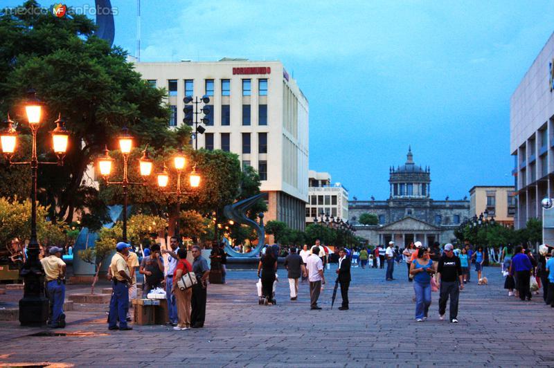 Plaza Tapatía, al fondo Hospicio Cabañas