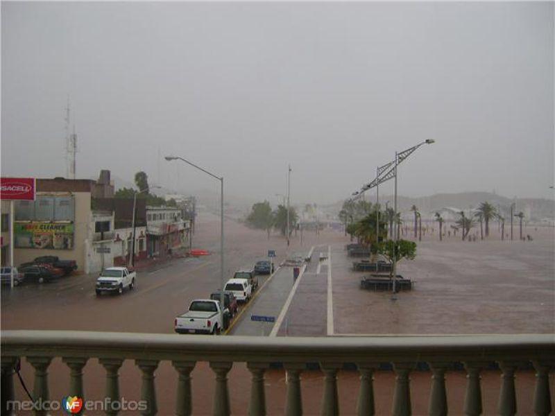 Fotos de Guaymas, Sonora, M�xico: Jimena en la Plaza de los 3 presidentes