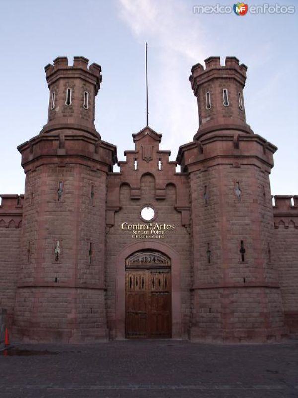 """Centro de las Ciencias y las Artes """"Centenario"""""""