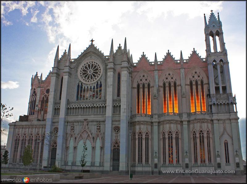 Fotos de Le�n, Guanajuato, M�xico: templo expiatorio