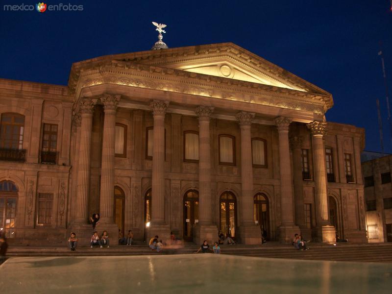 Teatro de La Paz de noche