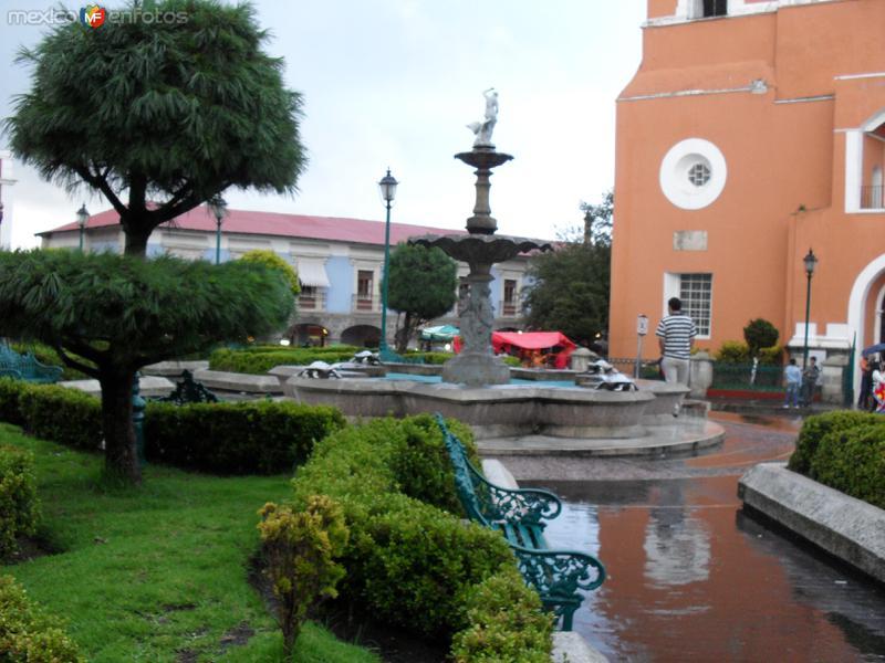 Fotos de Mineral del Monte, Hidalgo, M�xico:  plaza llovida