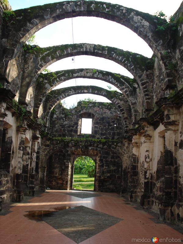 Fotos de San Blas, Nayarit, M�xico: INTERIOR DE LA IGLESIA: \\