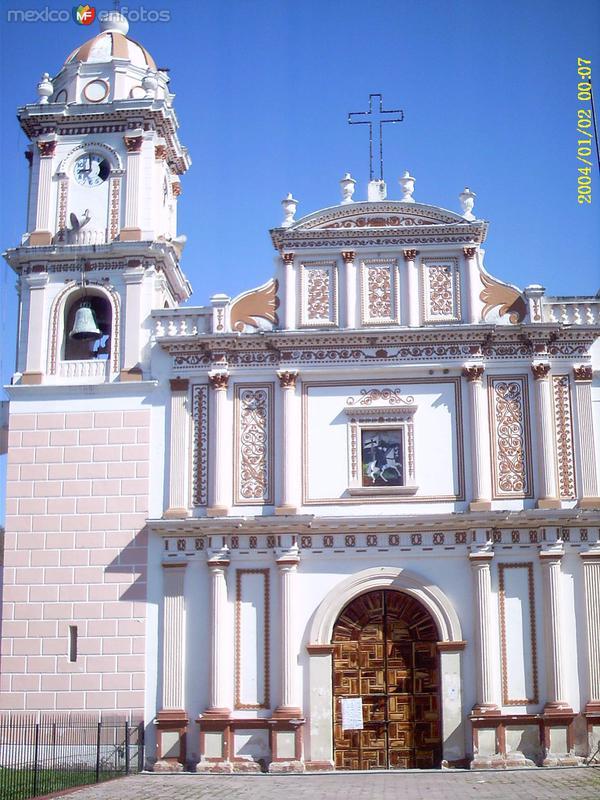 Fotos de Huitzuco de los Figueroa, Guerrero, México: Fachada del templo de Santiago Apostol. Siglo XVIII. Huitzuco, Gro
