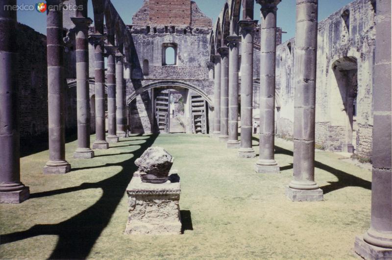 Arquería en el interior del Ex-convento de Tecali. Siglo XVI. Tecali de Herrera, Puebla