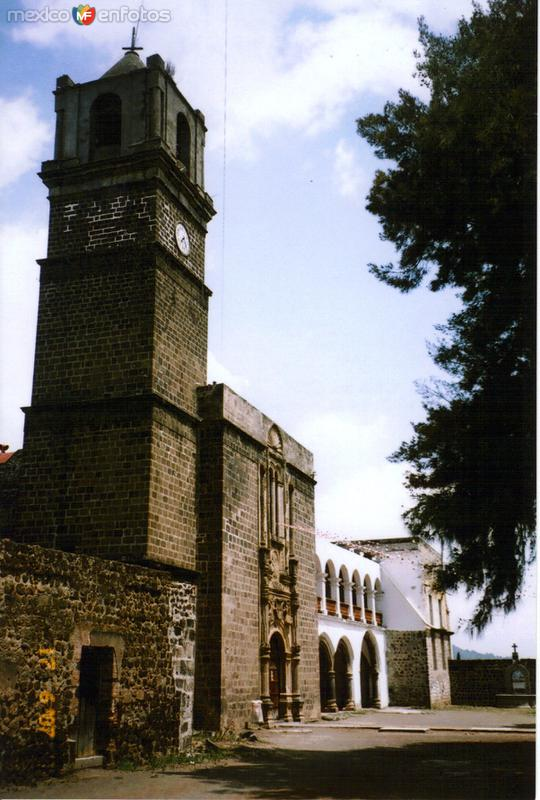 Portada del Ex-convento del siglo XVI. San Andrés Calpan, Puebla