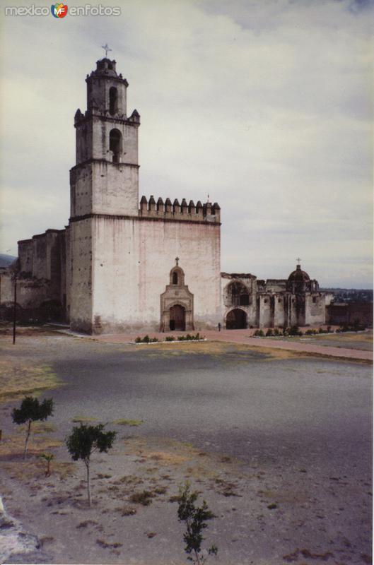 Atrio y Ex-convento del siglo XVI. Tecamachalco, Puebla