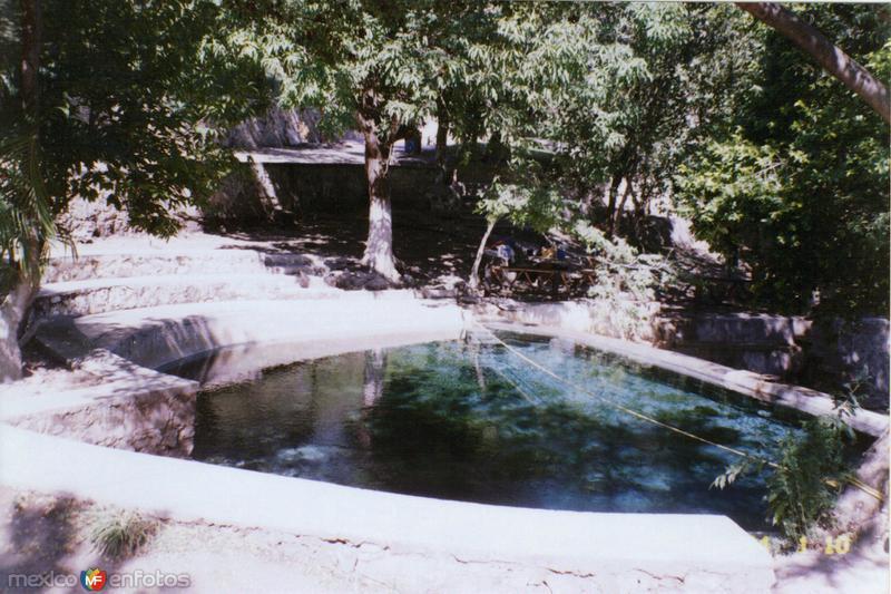 """Manantial de aguas termales en """"Las Huertas"""", estado de Morelos"""