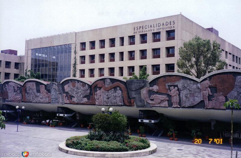 Murales en el Centro Médico Nacional Siglo XXI, IMSS. México DF