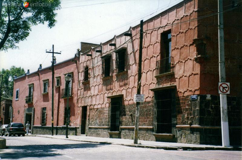 Casonas antigüas en la plaza de la Conchita. Coyoacan, Distrito Federal