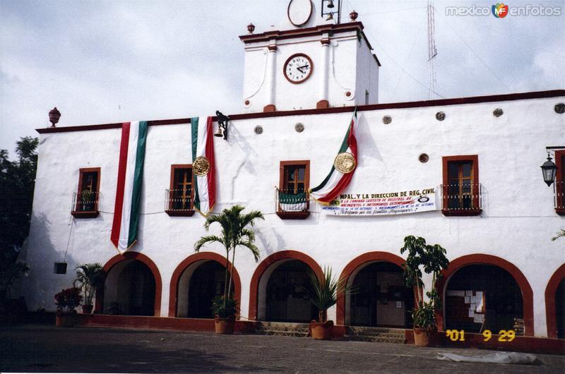 Fotos de Tlayacapan, Morelos, M�xico: Palacio municipal, edificio del siglo XVI. Tlayacapan, Morelos