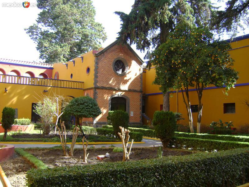 Patio interior y capilla de la ex-hacienda de Chautla, Puebla. 2011