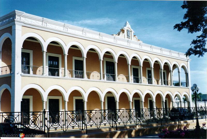 Portales de la biblioteca del estado. Campeche, Campeche. 2004