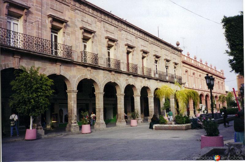 Portales en la ciudad de Celaya, Gto. 2000