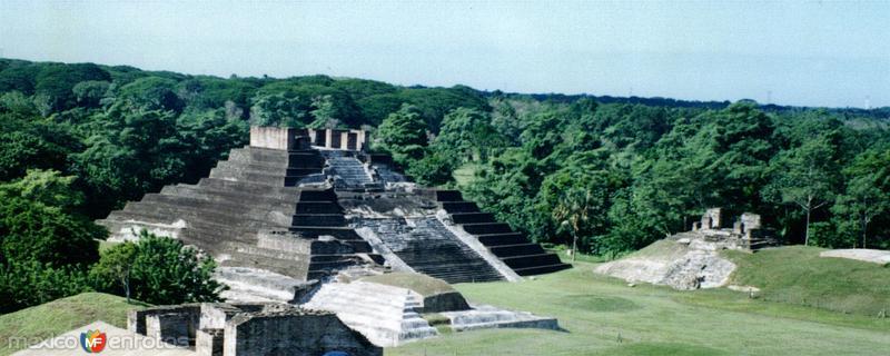 Zona arqueológica de Comalcalco, cultura maya. Tabasco. 2002