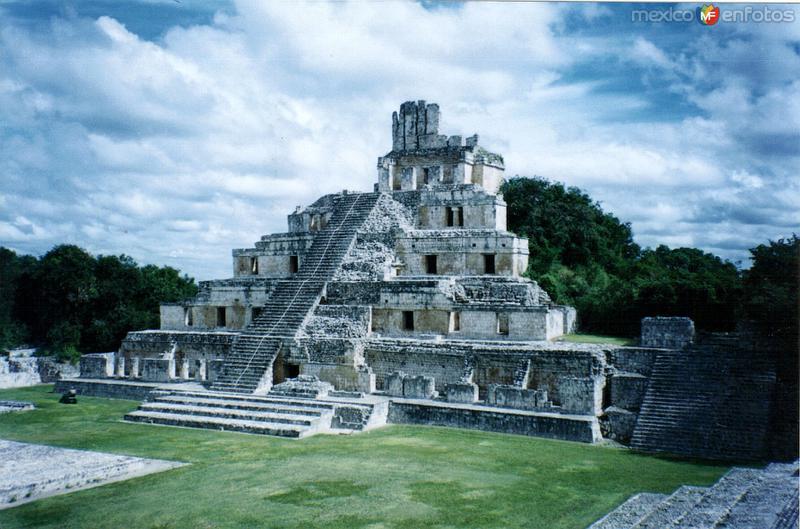 Edificio de los cinco pisos. Edzná, Campeche. 2004