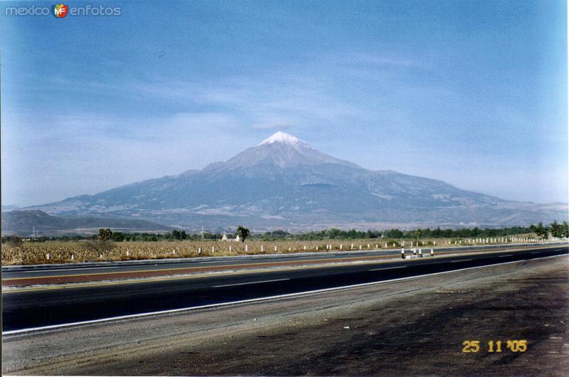 El Citlaltepetl, la montaña mas alta del país. Esperanza, Puebla. 2005