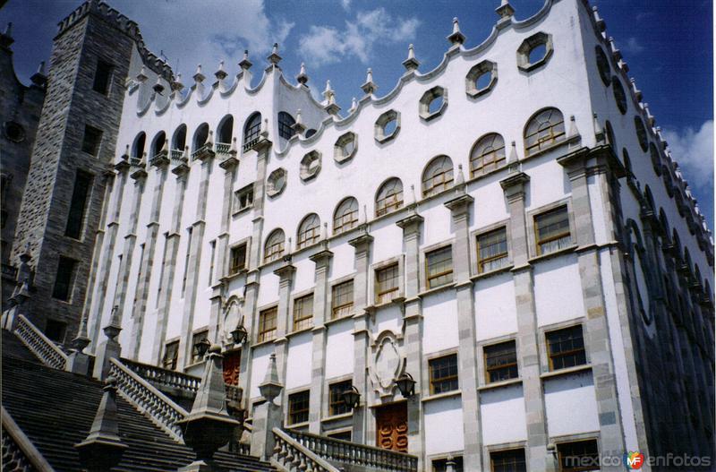 Fotos de Guanajuato, Guanajuato, M�xico: La Universidad de Guanajuato. 2003