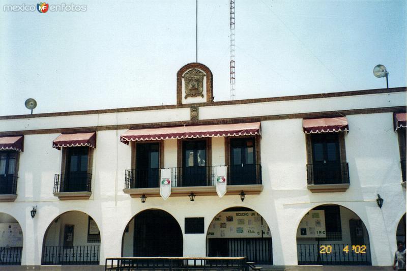 Fachada del palacio municipal de Ixtapan de la Sal, Edo. de México. 2002