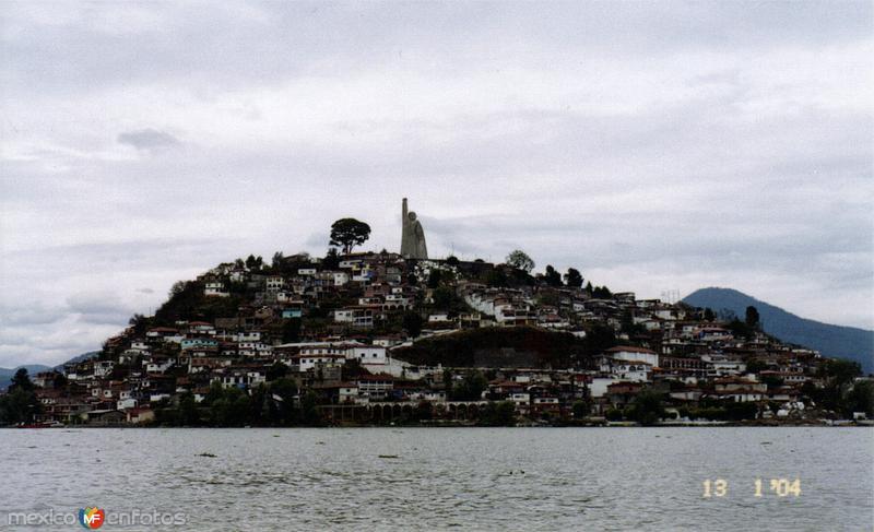 Lago de Pátzcuaro y la isla de Janitzio, Michoacán. 2004