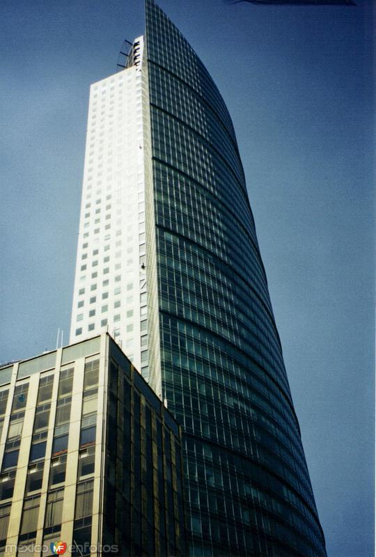 Fotos de Ciudad de México, Distrito Federal, México: La Torre Mayor (225 mts de altura) es el edificio mas alto de Latinoamérica. 2003