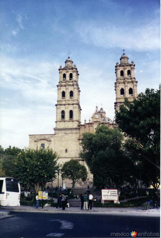 Fotos de Morelia, Michoacán, México: De estilo barroco el Templo de San José (1760). Morelia. 2001
