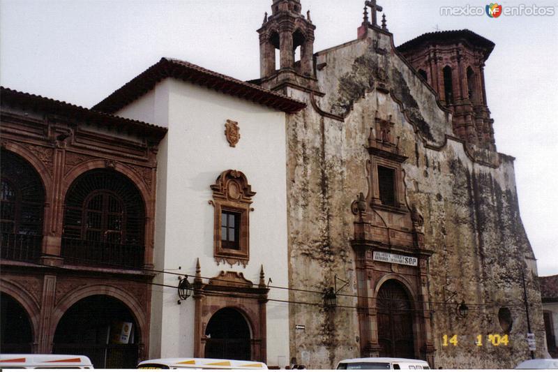 Ex-templo de San Agustín (Hoy biblioteca Gertrudis Bocanegra). Siglo XVI. Pátzcuaro. 2004