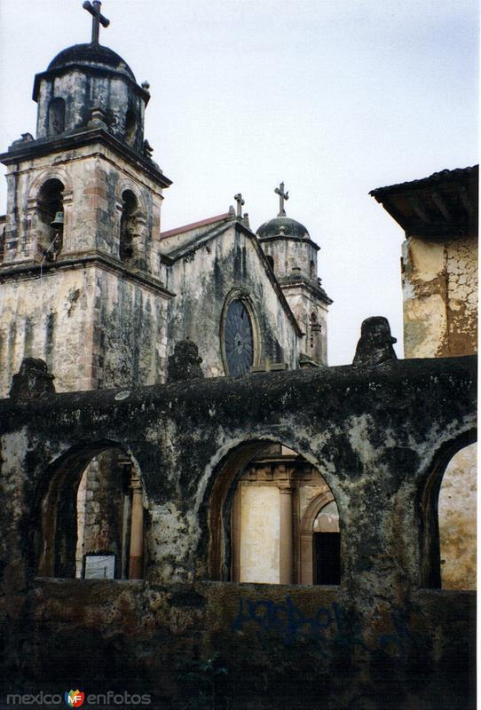 Templo del Sagrario (Siglo XVII). Pátzcuaro, Michoacán. 2004