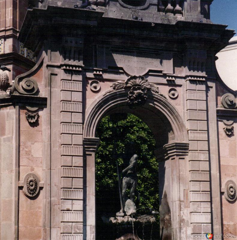 Fuente de Neptuno (1797). Santiago de Querétaro, Qro. 2002