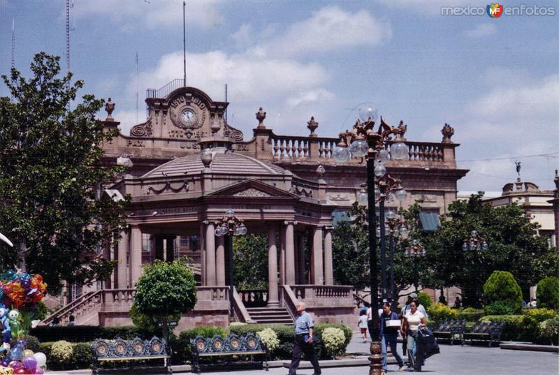 Fotos de San Luis Potosí, San Luis Potosí, México: Kiosco y Palacio de Gobierno (siglo XVIII). San Luis Potosí. 2003