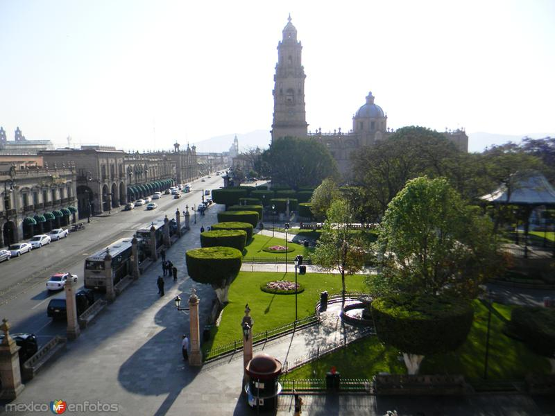 Zócalo de la Capital de Michoacan al Amanecer