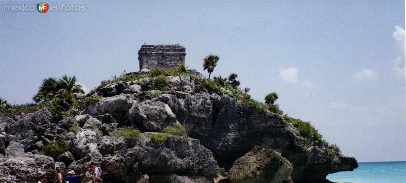 A orillas del mar Caribe, la zona arqueológica de Tulum. 2001